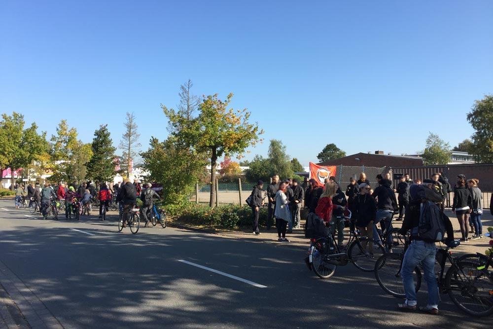 Demo vor dem ehemaligen Mios-Markt in Oldenburg-Etzhorn.